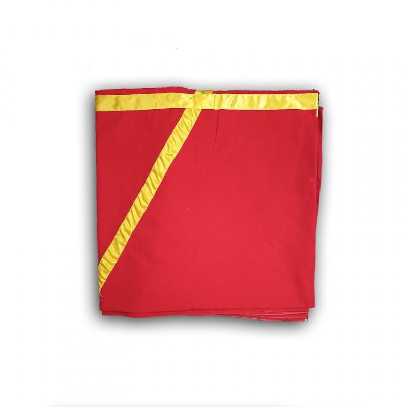 """Tapis """"Sol Sacré"""", MONITEUR, (240 x 240 cm.) hexalpha jaune sur tissu rouge"""