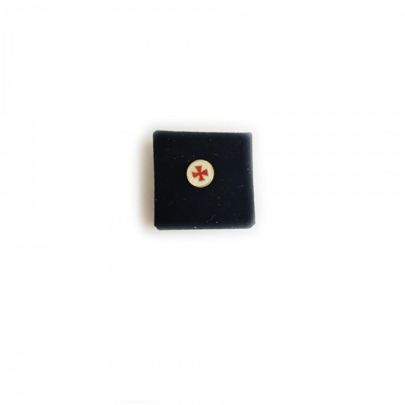 Épinglette TEMPLE / C.B.C.S., croix pattée émaillée rouge cloisonné dans petit cercle blanc / métal doré